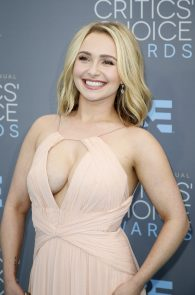 hayden-panettiere-cleavage-at-annual-critics-choice-awards-09