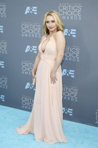 hayden-panettiere-cleavage-at-annual-critics-choice-awards-12