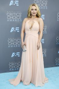 hayden-panettiere-cleavage-at-annual-critics-choice-awards-13