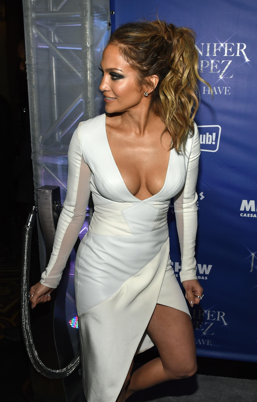 Jennifer-Lopez-Tits-Cleavage-Residency-After-Party-02  Celebrity-Slipscom-9513