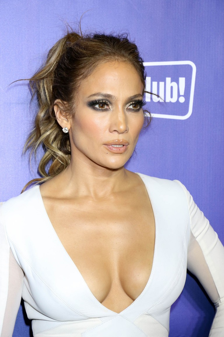 Jennifer Lopez Cleavage Nude Photos 14