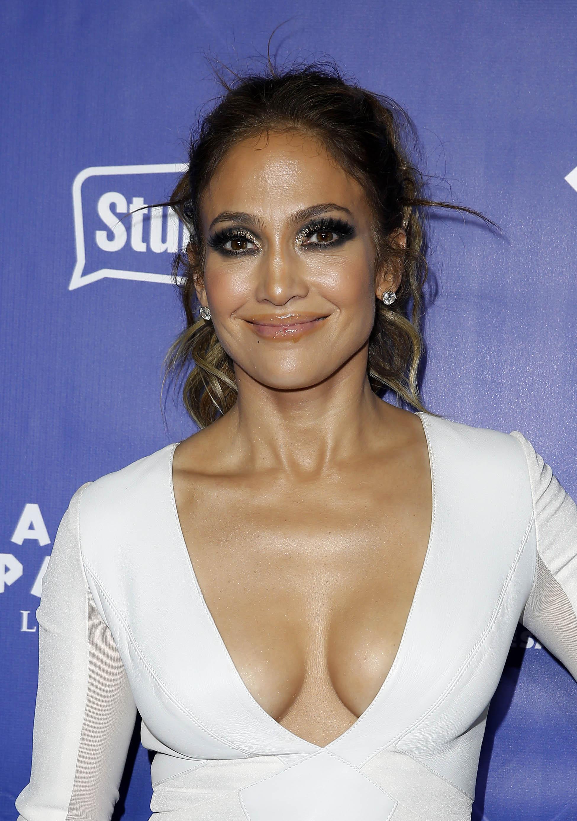 Jennifer Lopez Deep Cleavage Selfie Video - NuCelebs.com