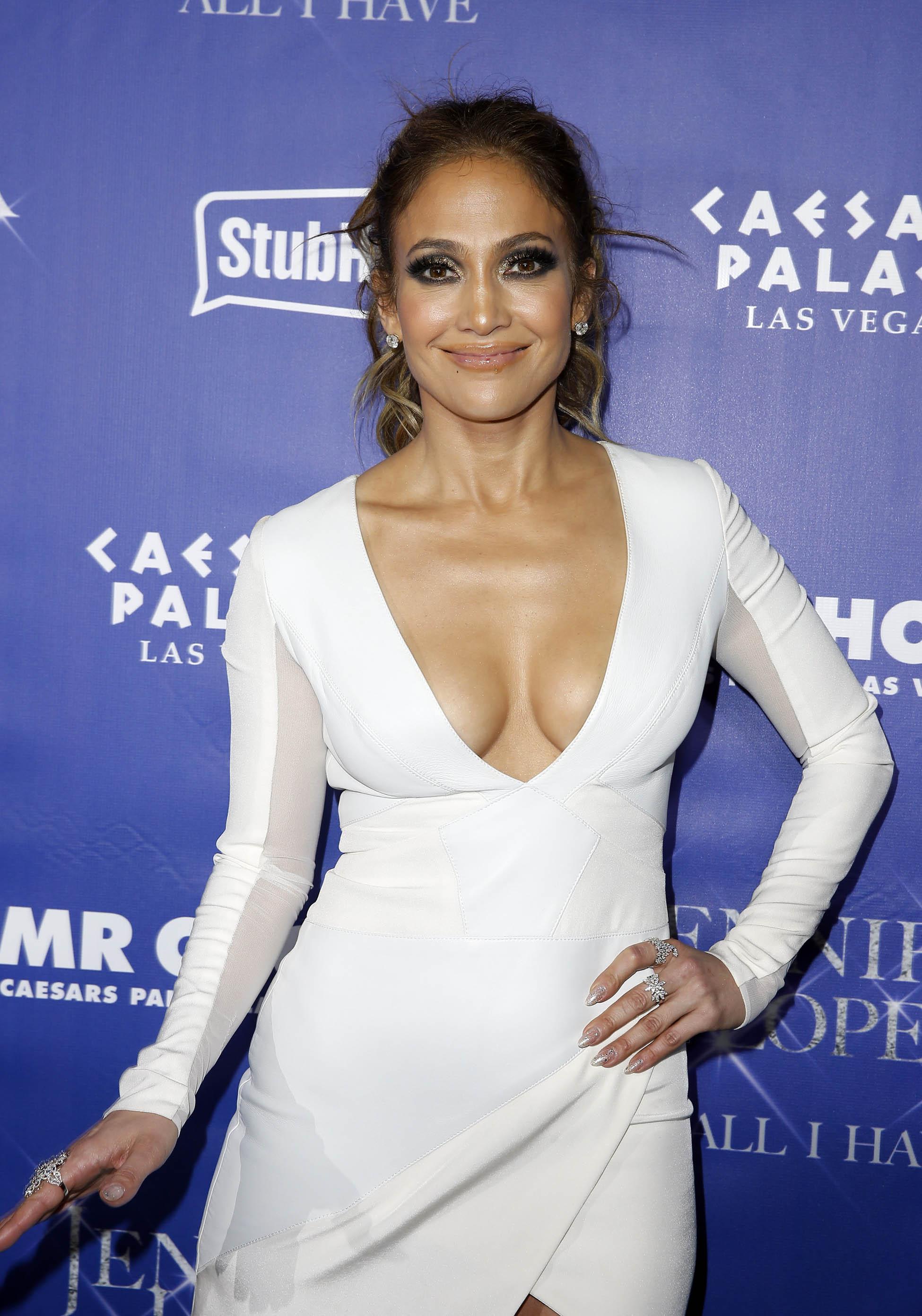 Jennifer Lopez Cleavage (39 Photos)   #TheFappening