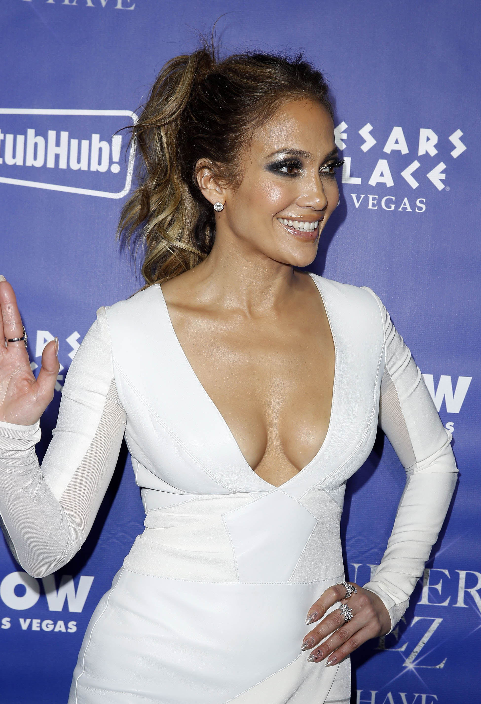 Jennifer Lopez Cleavage Nude Photos 18
