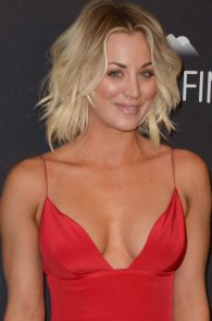 kaley-cuoco-cleavage-at-golden-globe-awards-post-party-01