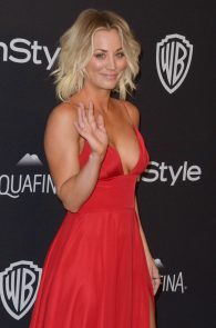 kaley-cuoco-cleavage-at-golden-globe-awards-post-party-02