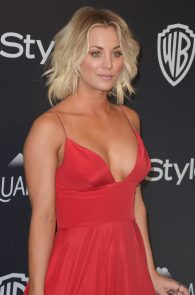 kaley-cuoco-cleavage-at-golden-globe-awards-post-party-03