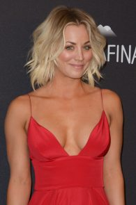 kaley-cuoco-cleavage-at-golden-globe-awards-post-party-04