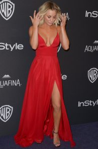 kaley-cuoco-cleavage-at-golden-globe-awards-post-party-05