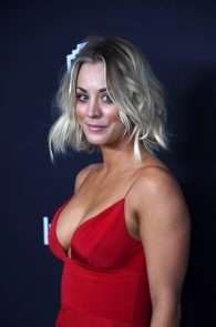 kaley-cuoco-cleavage-at-golden-globe-awards-post-party-09