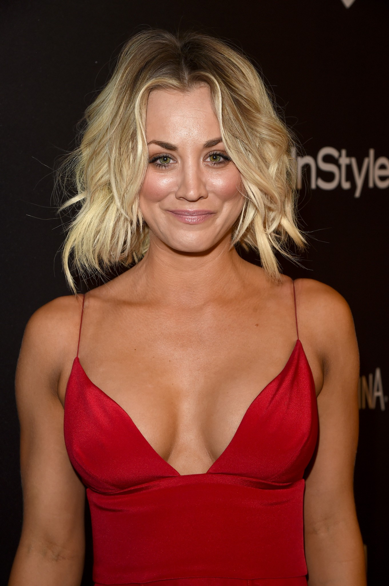 kaley-cuoco-cleavage-at-golden-globe-awards-post-party-11