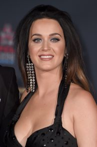 katy-perry-cleavage-and-upskirt-the-people-s-premiere-11