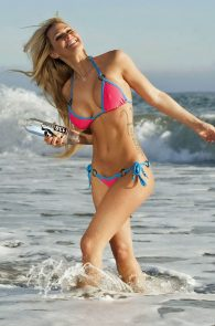 kindly-myers-nipple-pokes-cameltoe-138-water-photo-shoot-05