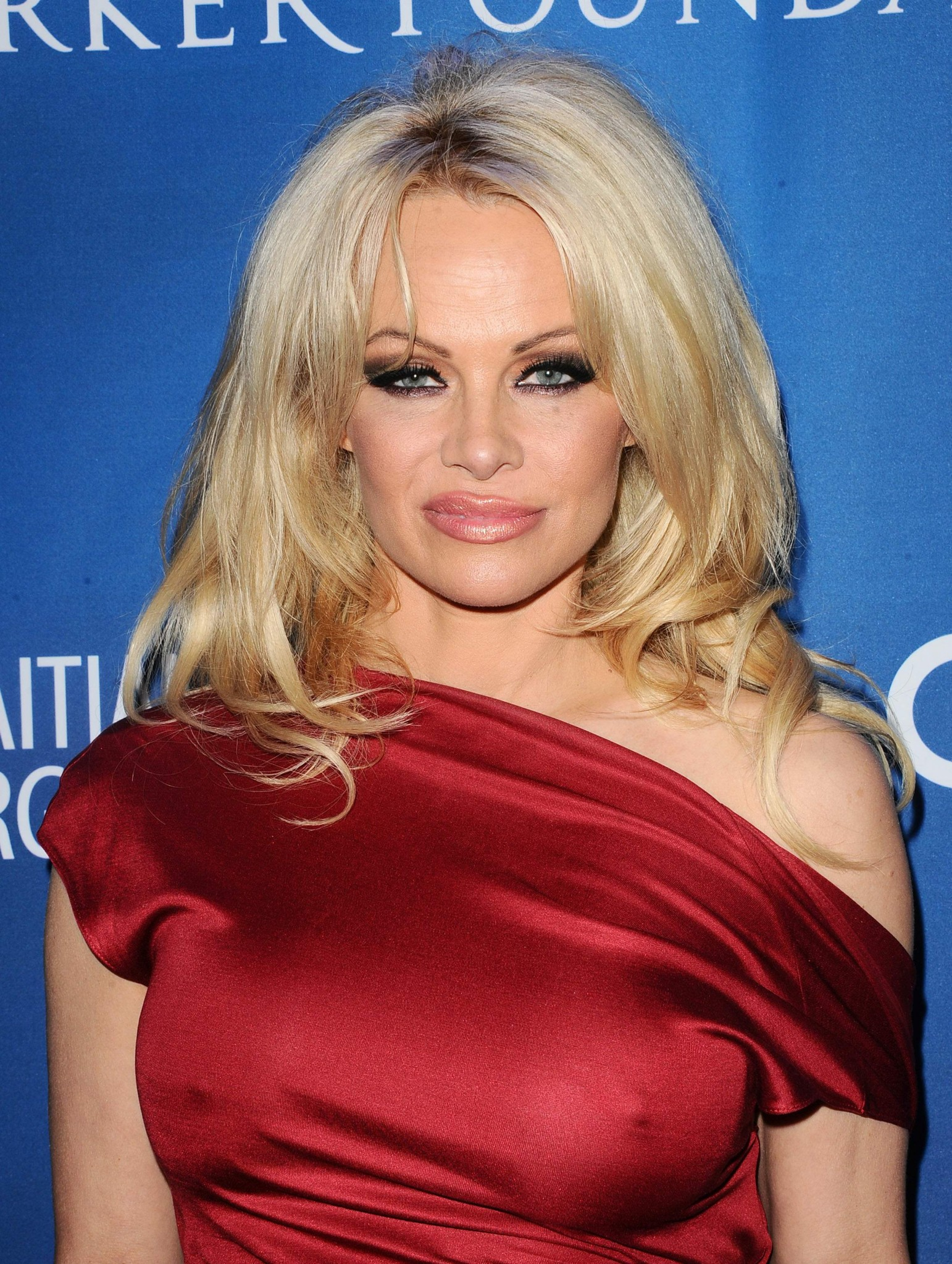 pamela-anderson-nipple-pokes-at-gala-06