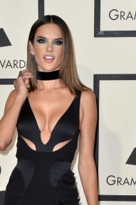 alessandra-ambrosio-cleavage-at-58th-grammy-awards-01