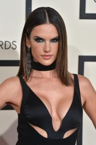 alessandra-ambrosio-cleavage-at-58th-grammy-awards-03