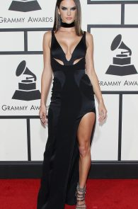 alessandra-ambrosio-cleavage-at-58th-grammy-awards-06