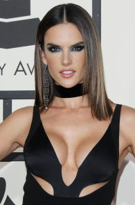 alessandra-ambrosio-cleavage-at-58th-grammy-awards-07