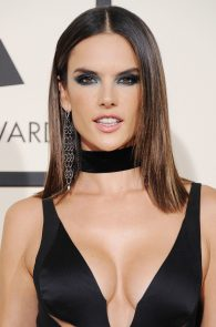 alessandra-ambrosio-cleavage-at-58th-grammy-awards-09