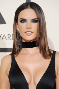 alessandra-ambrosio-cleavage-at-58th-grammy-awards-10