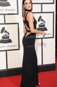 alessandra-ambrosio-cleavage-at-58th-grammy-awards-11
