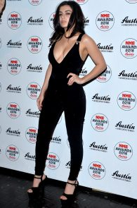 charli-xcx-cleavage-at-2016-nme-awards-in-london-03