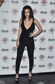 charli-xcx-cleavage-at-2016-nme-awards-in-london-04