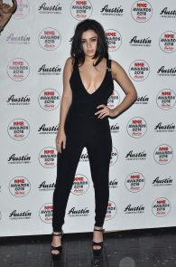 charli-xcx-cleavage-at-2016-nme-awards-in-london-05