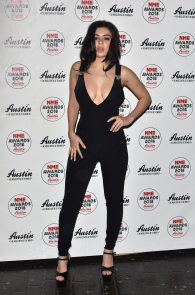 charli-xcx-cleavage-at-2016-nme-awards-in-london-06
