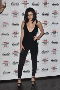 charli-xcx-cleavage-at-2016-nme-awards-in-london-07