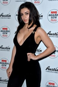 charli-xcx-cleavage-at-2016-nme-awards-in-london-11