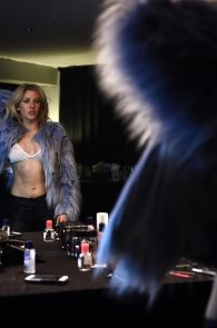 ellie-goulding-cameltoe-behind-the-scenes-photoshoot-05