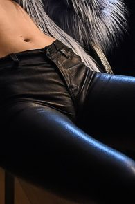 ellie-goulding-cameltoe-behind-the-scenes-photoshoot-07