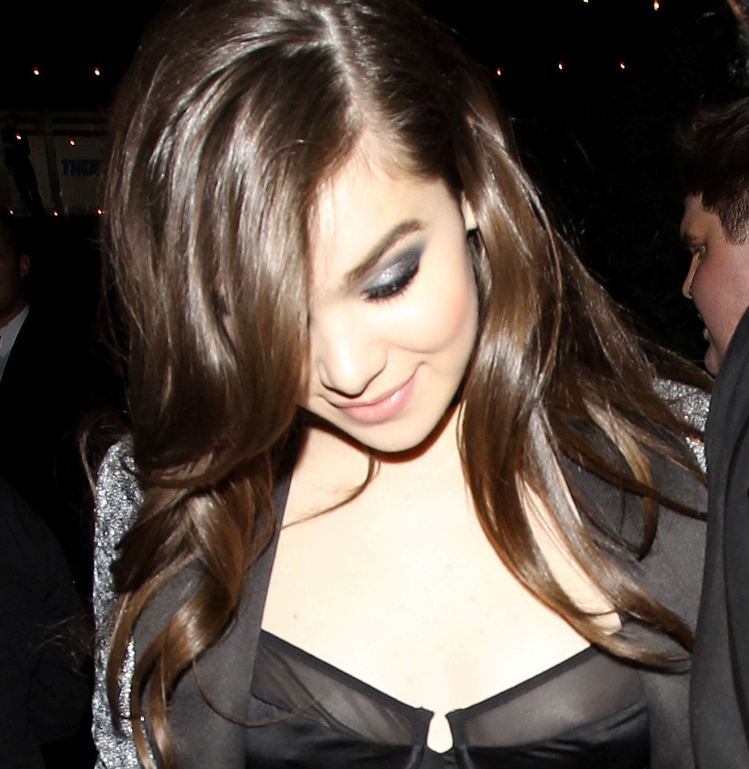 hailee-steinfeld-nip-slip-at-grammy-after-party-01