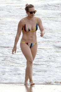 hilary-duff-wearing-a-bikini-in-maui-02