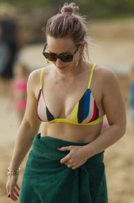 hilary-duff-wearing-a-bikini-in-maui-06