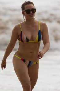 hilary-duff-wearing-a-bikini-in-maui-07