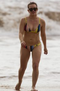 hilary-duff-wearing-a-bikini-in-maui-11