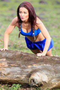 jess-impiazzi-nipple-pokes-while-working-out-01