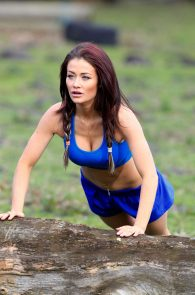 jess-impiazzi-nipple-pokes-while-working-out-02