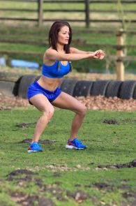 jess-impiazzi-nipple-pokes-while-working-out-04
