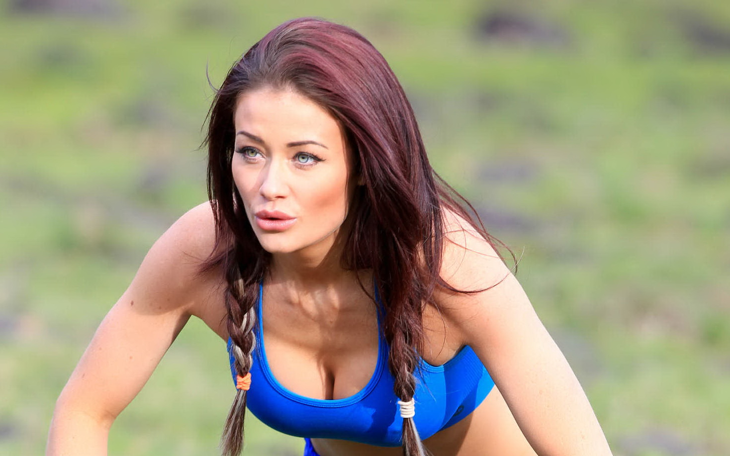 jess-impiazzi-nipple-pokes-while-working-out-14