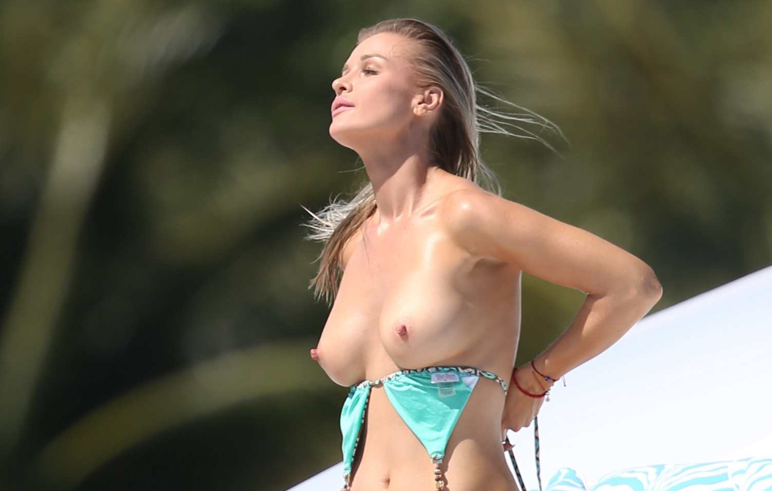 joanna-krupa-topless-on-a-yacht-in-miami-01