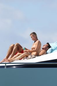 joanna-krupa-topless-on-a-yacht-in-miami-04