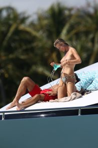 joanna-krupa-topless-on-a-yacht-in-miami-08