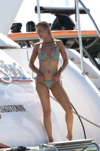 joanna-krupa-topless-on-a-yacht-in-miami-16