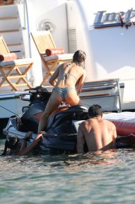 joanna-krupa-topless-on-a-yacht-in-miami-21