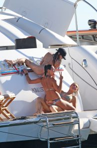 joanna-krupa-topless-on-a-yacht-in-miami-30