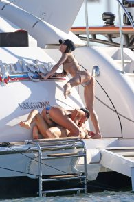 joanna-krupa-topless-on-a-yacht-in-miami-31