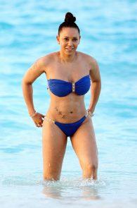 melanie-brown-butt-crack-bikini-on-the-beach-03